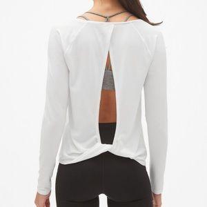 Gap | Fit Long Sleeve Twist Back in Black